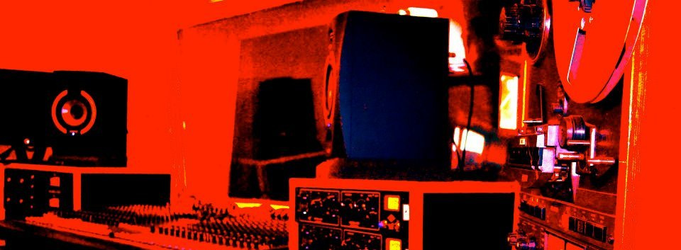 F_g_studio_red