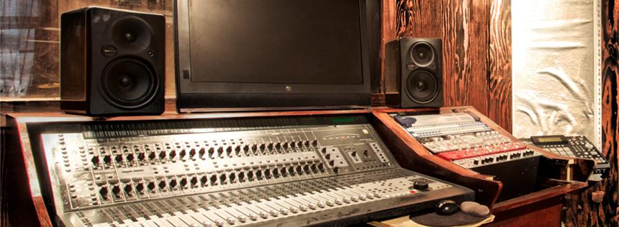 Studio-a_0000s_0002_cdesk.jpg