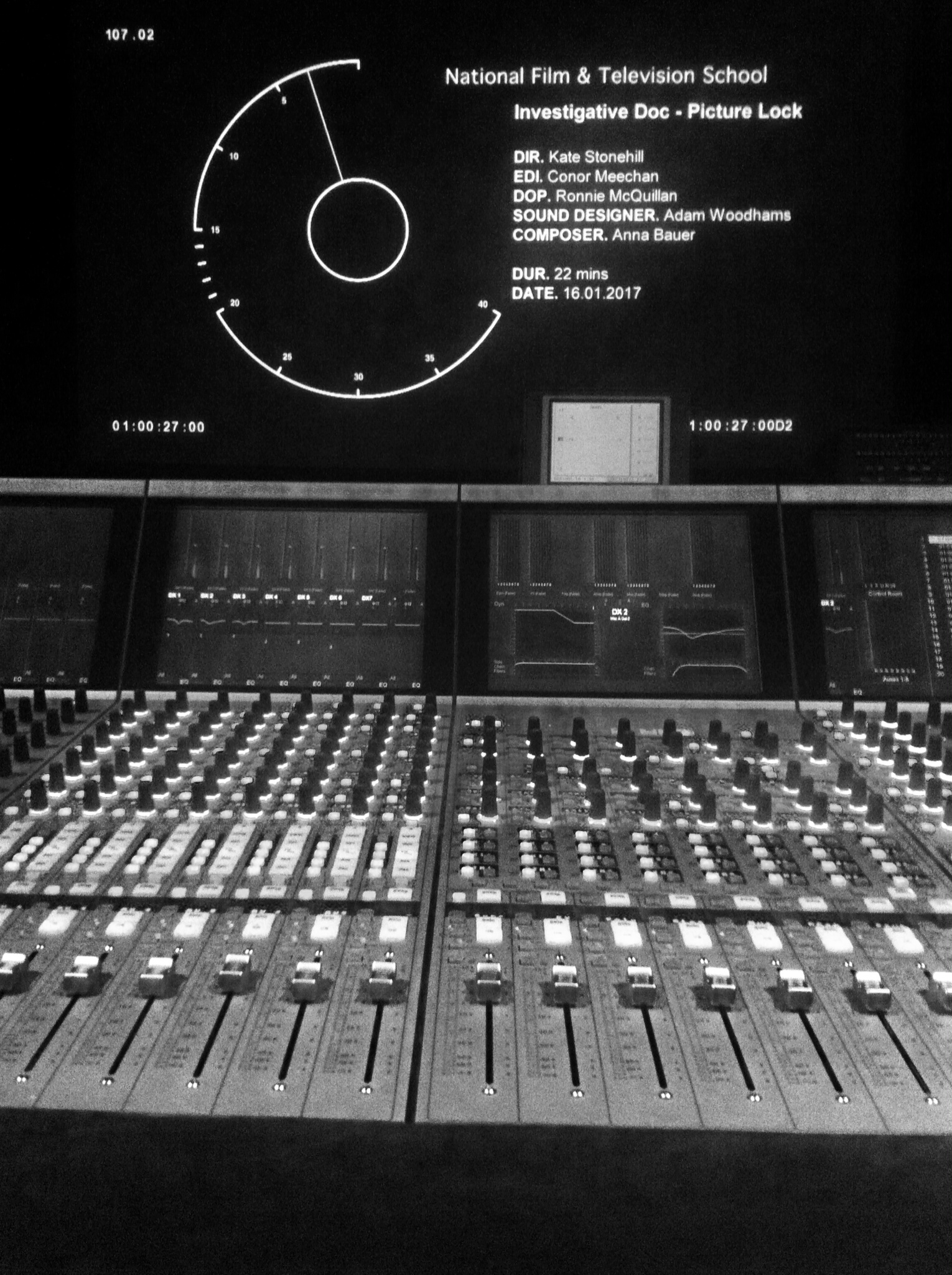 Mixing_dsk_in_black_and_white