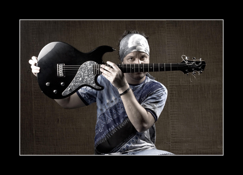 Andrei_martinez_guitarra_rezise