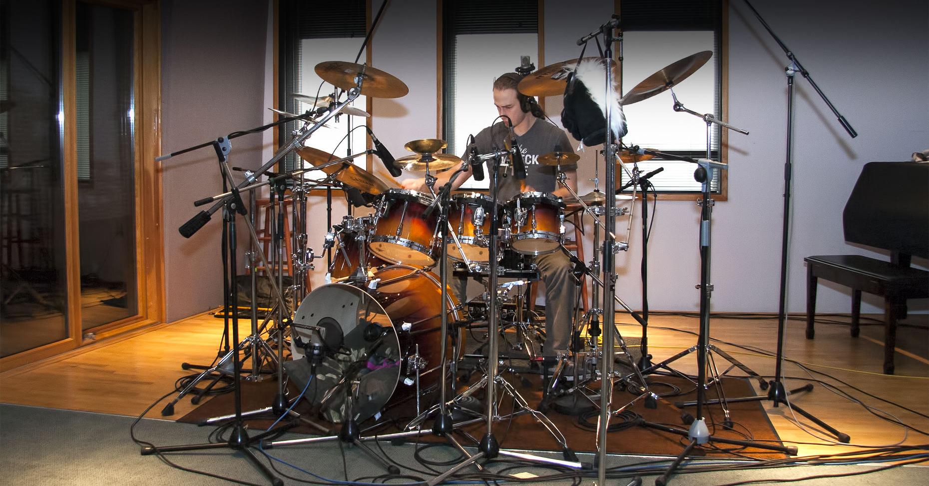 Intro-drummer