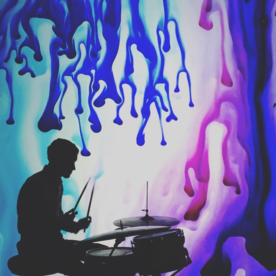 Me_drumming_with_drips