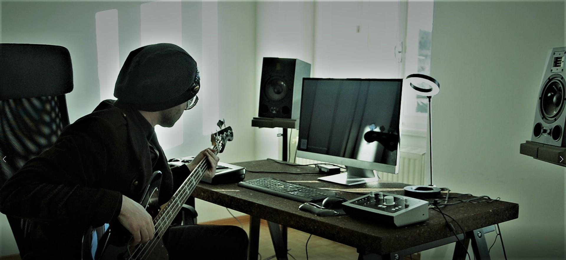 Studio_bass__2_