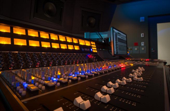 Studio-mixing-console