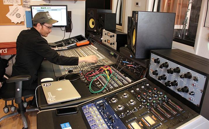 Biz-raven_sound_studio_002_t715