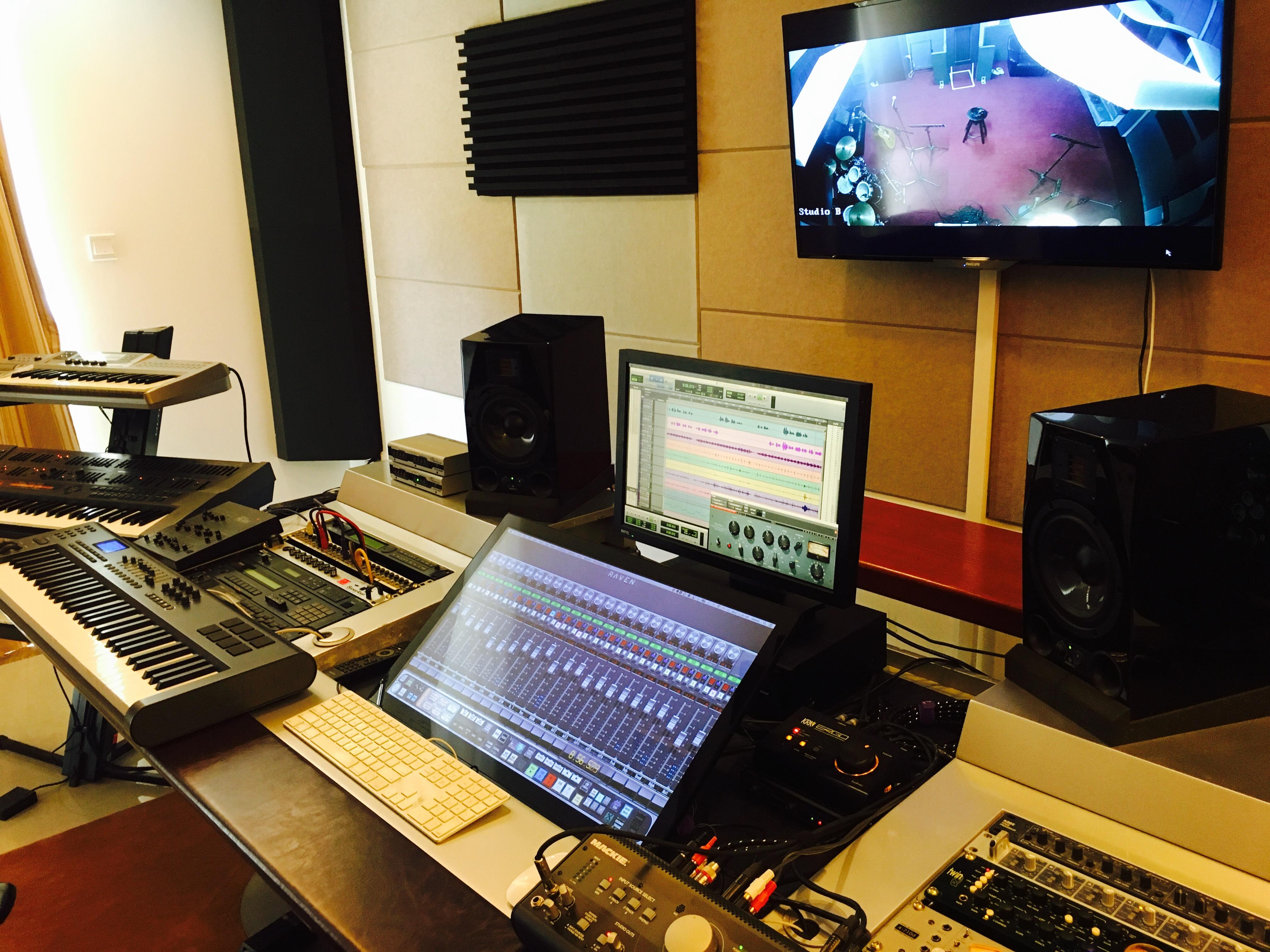 Lgv-new_studio_control_room