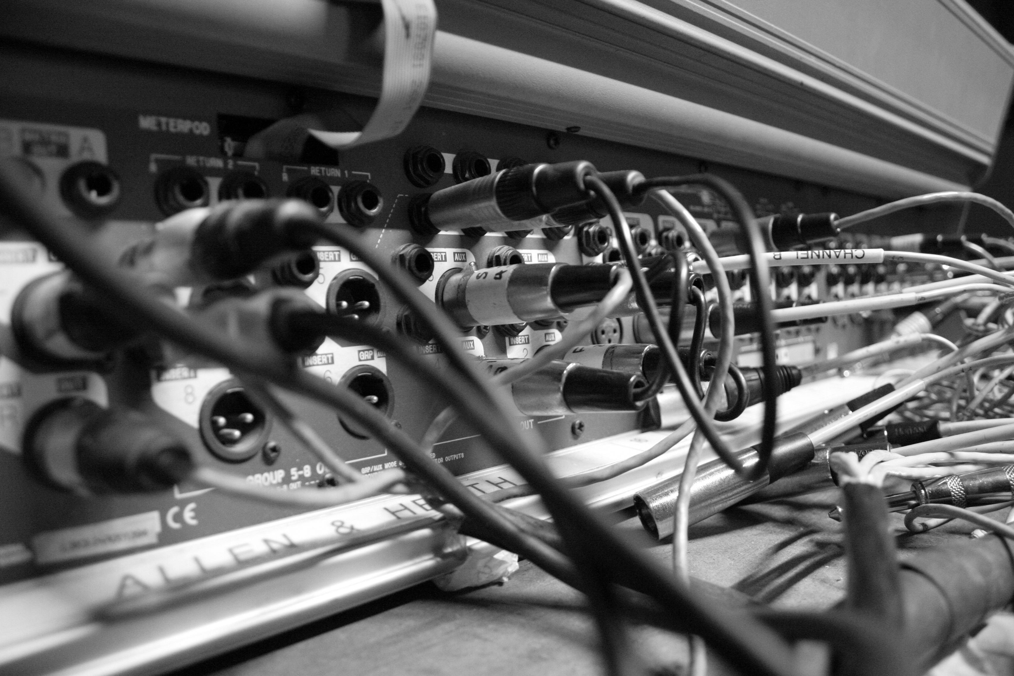 Back_of_audio_mixer_at_bull_and_gate_london