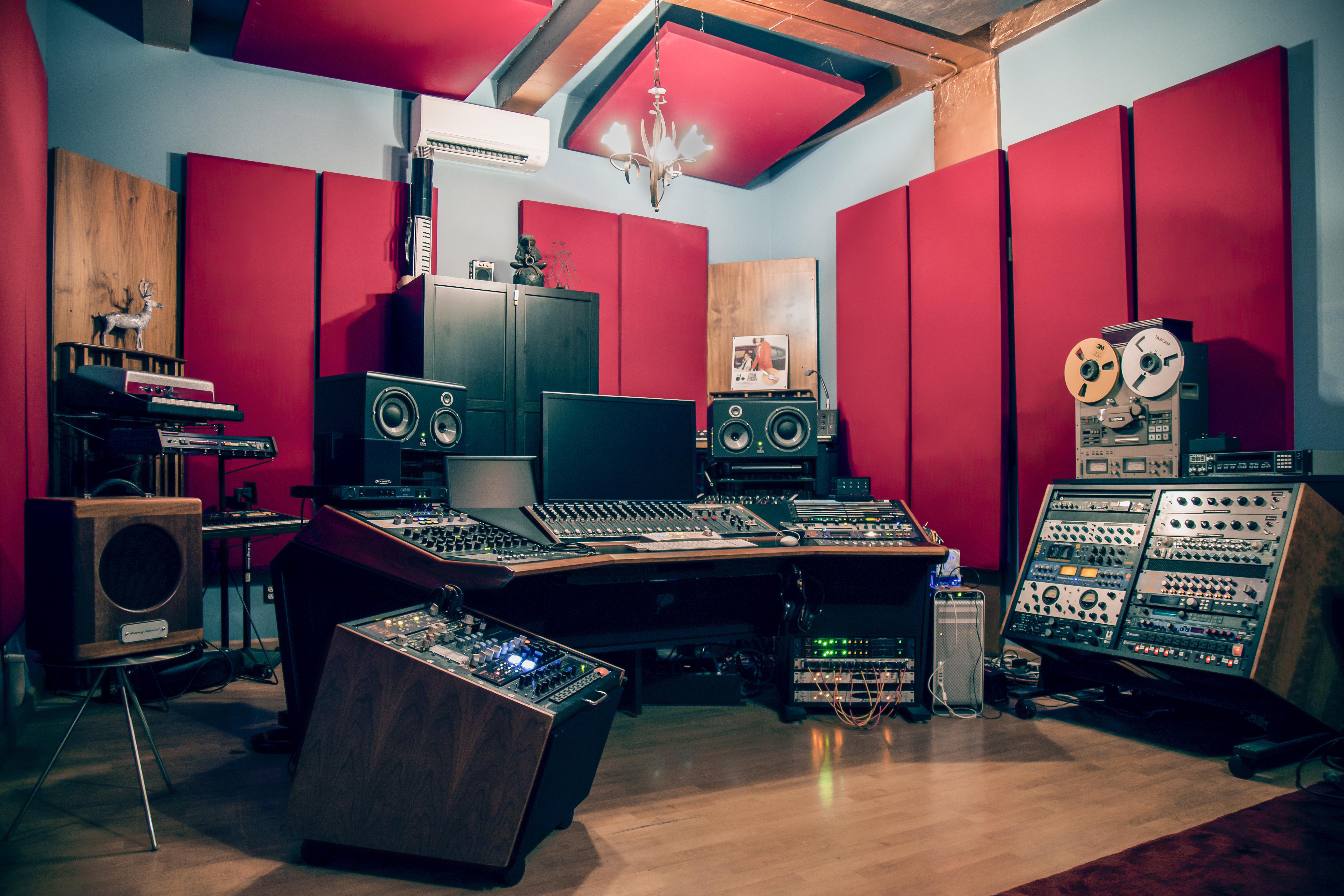 09_fab_room_flux_studios_prince_rumi