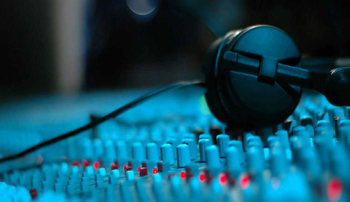 Lifesounds-christian-recording-studio-digital-editing-mastering_background-home-1