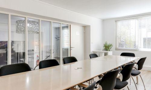 Hermosa sala de reuniones - hasta 10 personas