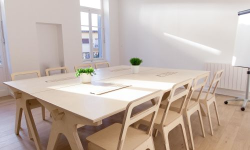 Salle de réunion lumineuse jusqu'à 20 personnes près de Lyon