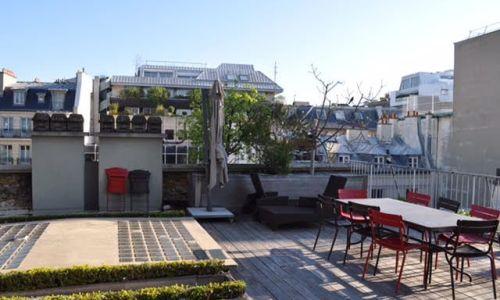 Grande terraza en un loft parisino