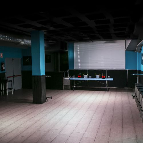Sala multiusos con escenario para fiestas, cumpleaños, etc