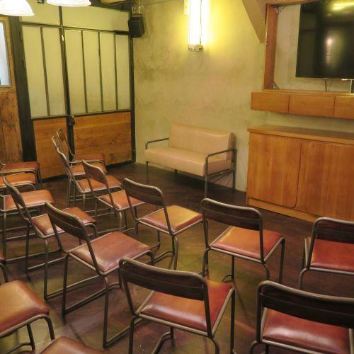 Salle dans un bar-resto branché, Ternes-Arc deTriomphe