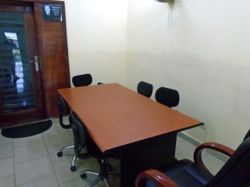 MEETING -Meeting room for up to 6 people