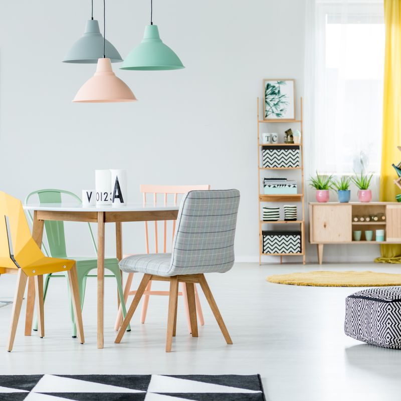 mismatched dining chair ; modern dining room design