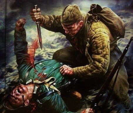 Рукопашная схватка: советский воин режет фашиста.