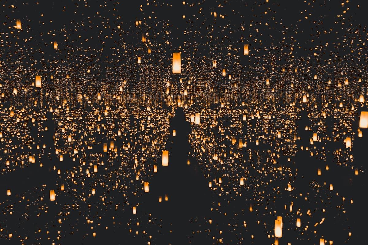 Muzejs tumsā