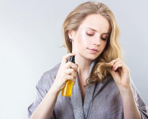 رفع مشکلات پوست سر و رشد و تقویت موها با استفاده از روغن های گیاهی