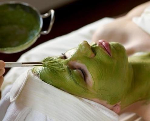 طرز تهیه ماسک صورت خانگی برای لیفتینگ صورت با جلبک اسپیرولینا