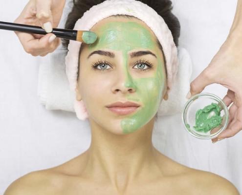 طرز تهیه ماسک آبرسان خانگی برای پوست صورت با جلبک اسپیرولینا