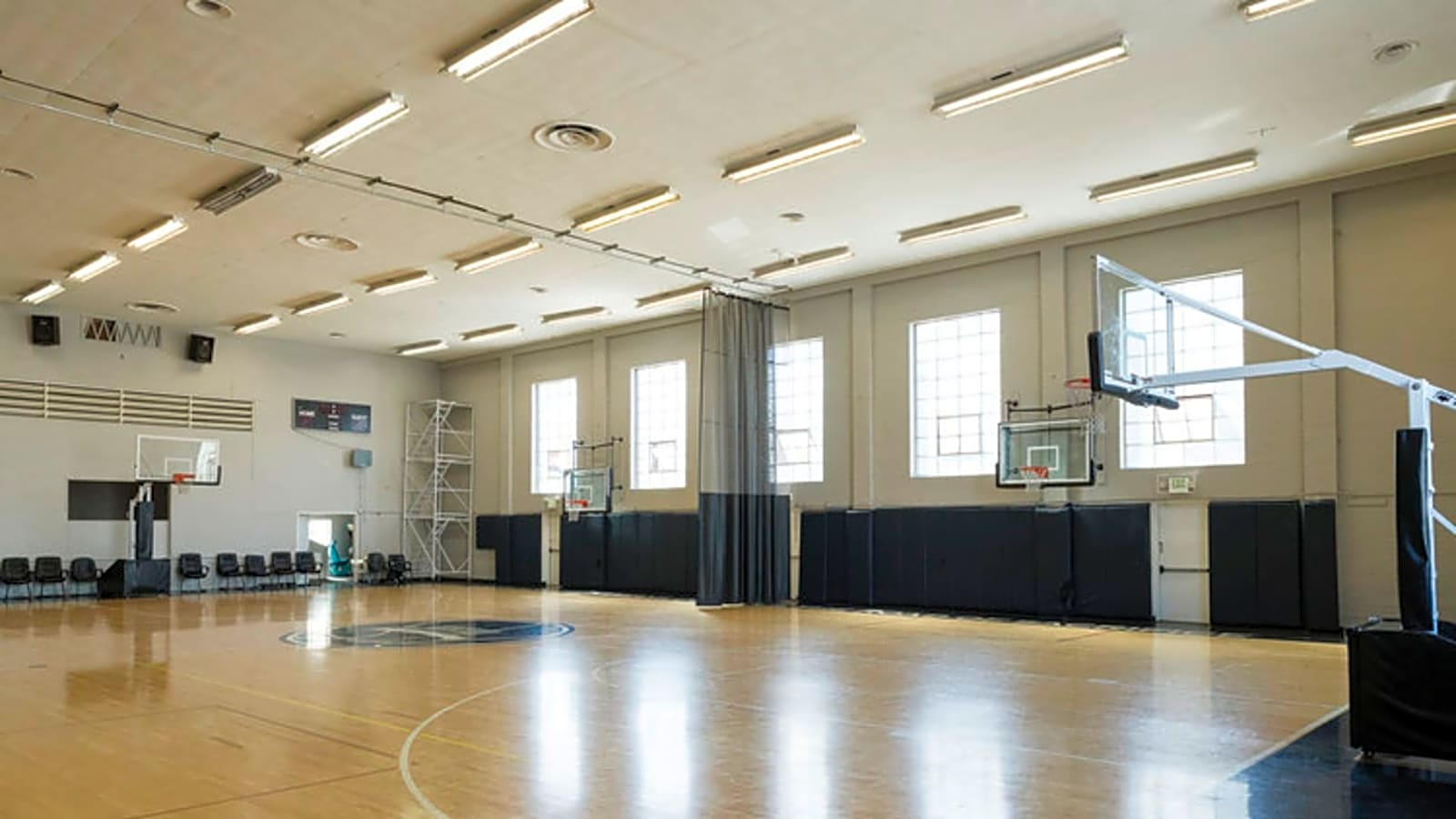Basketball Court Indoor Nba Sized Rent It On Splacer