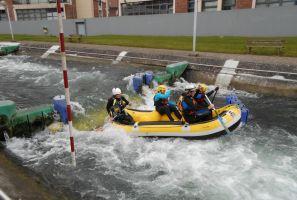 Teambuilding Rafting op de wildwaterpiste in arras noord frankrijk Foto2