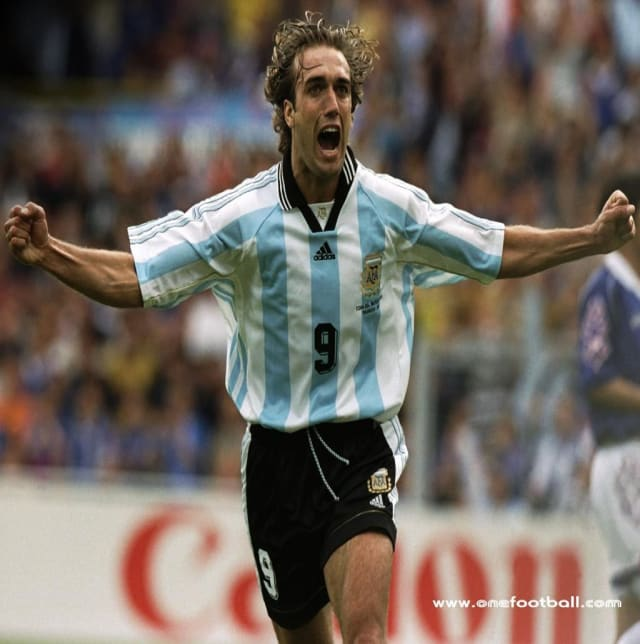 5 greatest argentine strikers in the world cup history, argentine strikers, argentina national team, argentina jersey, greatest strikers