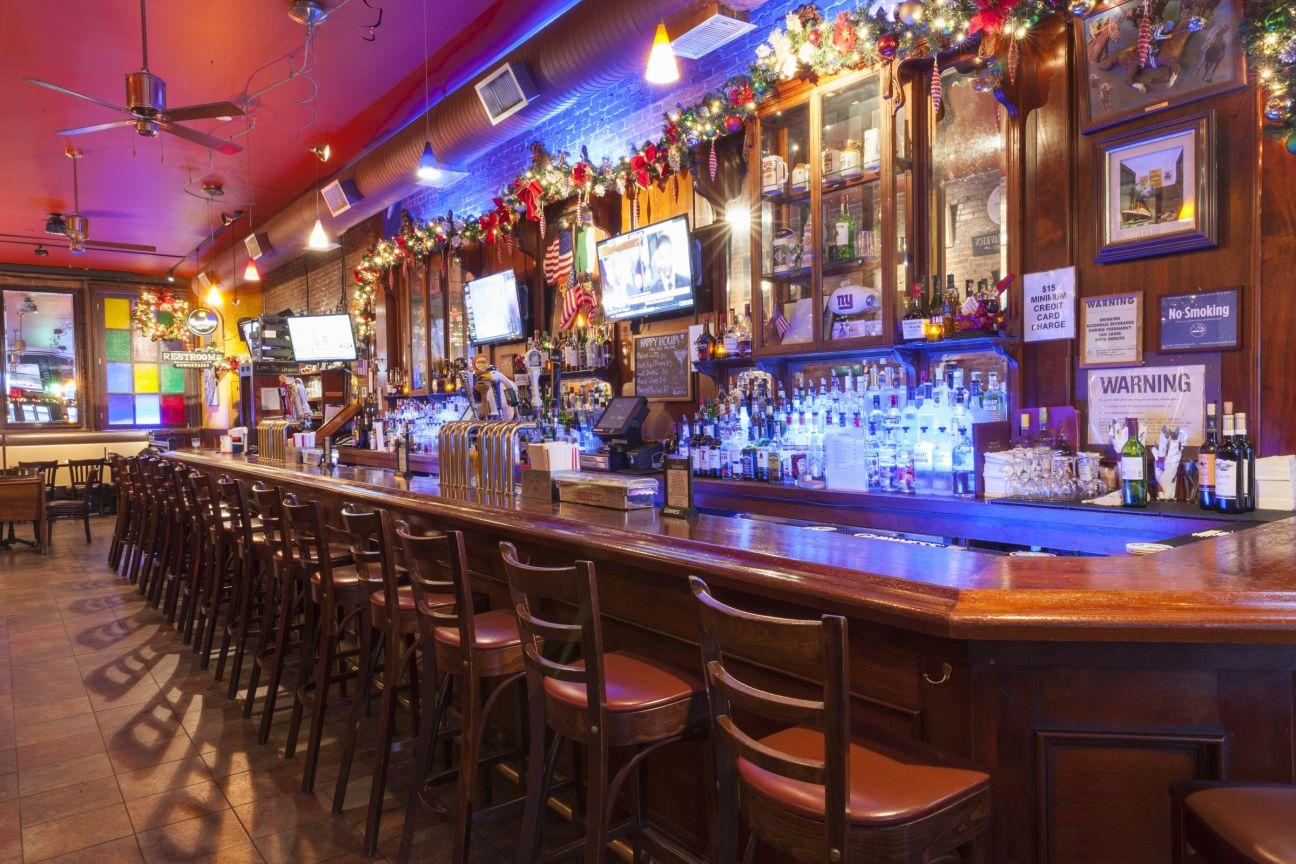 Rumors Bar And Grill >> Rumours Irish Pub Restaurant Hell S Kitchen Best Burger