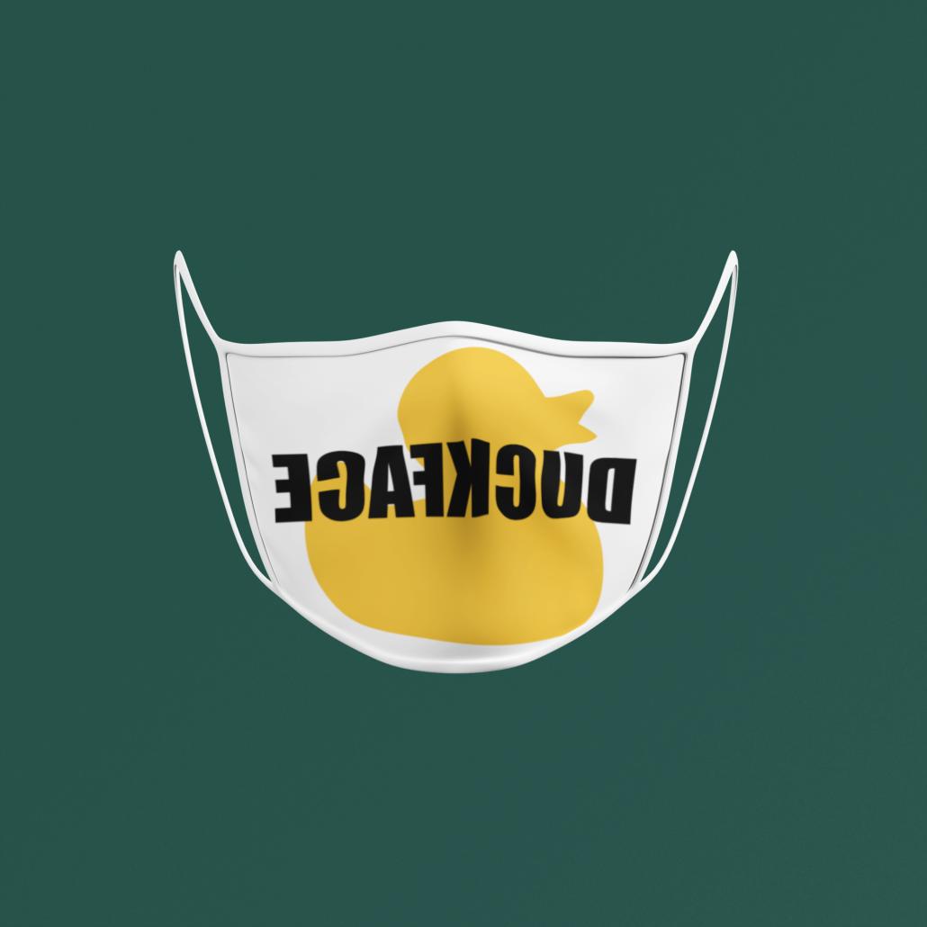 personalisierte Gesichtsmaske auf grünem Hintergrund