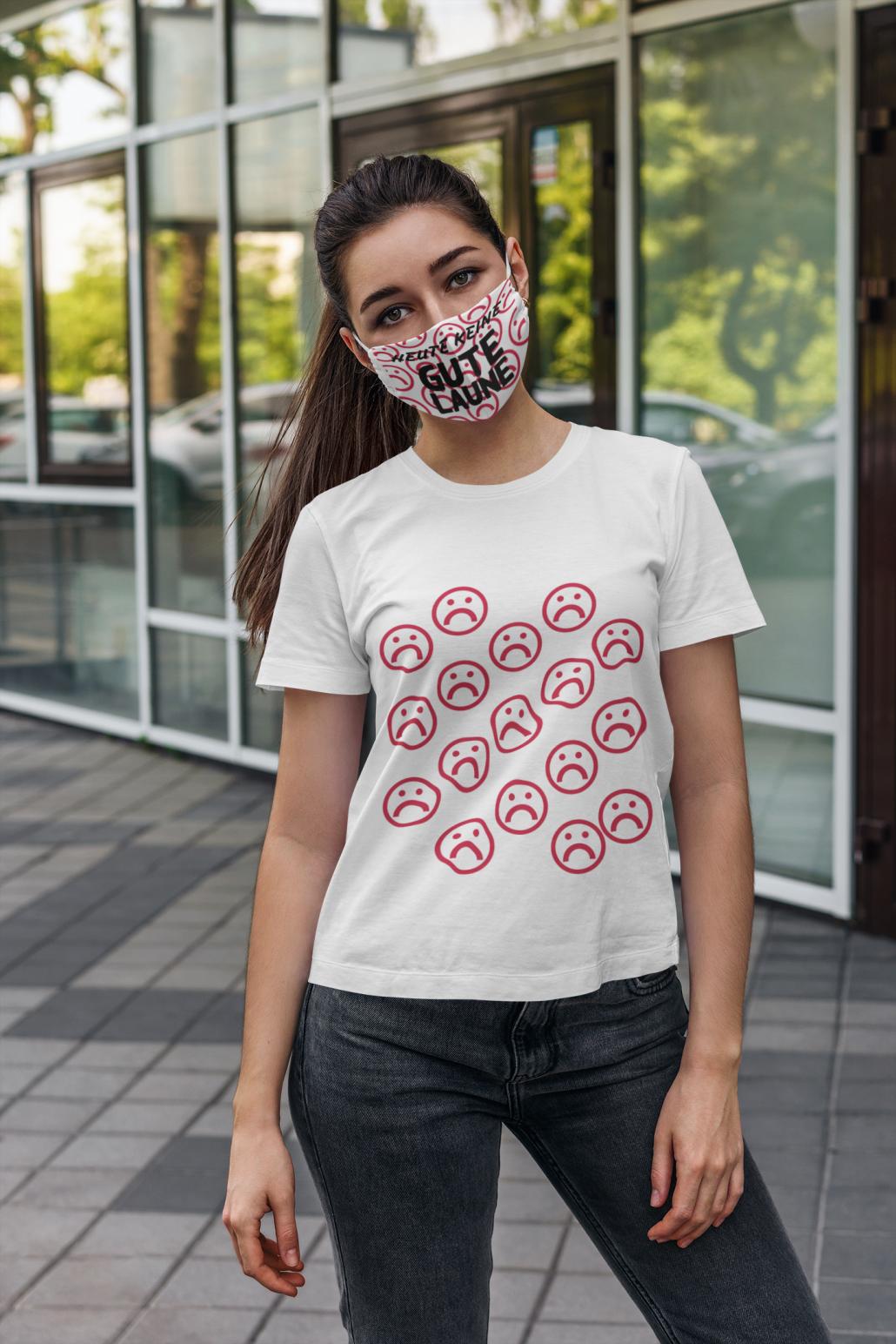 Frau mit personalisierter Gesichtsmaske