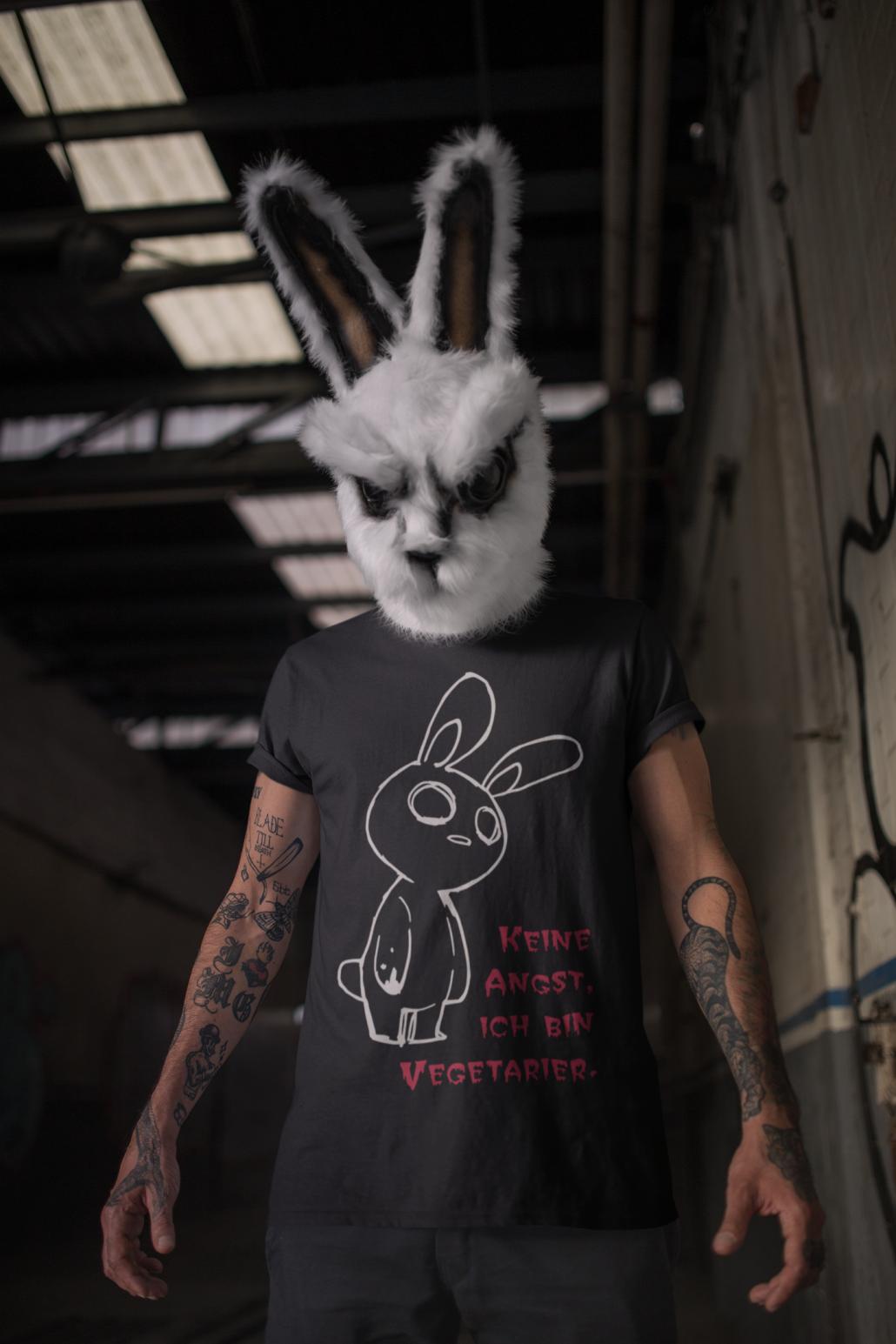 Man mit personalisierten T-Shirt
