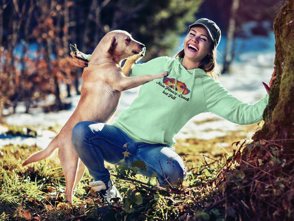 lächelnde Frau mit einem Hund