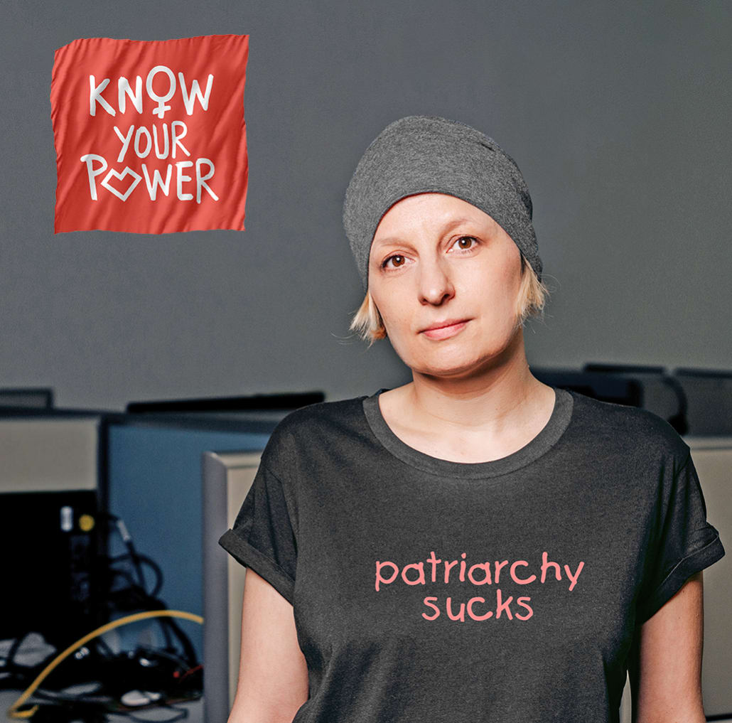 Daniela in gray t-shirt with motive: patriarchy sucks