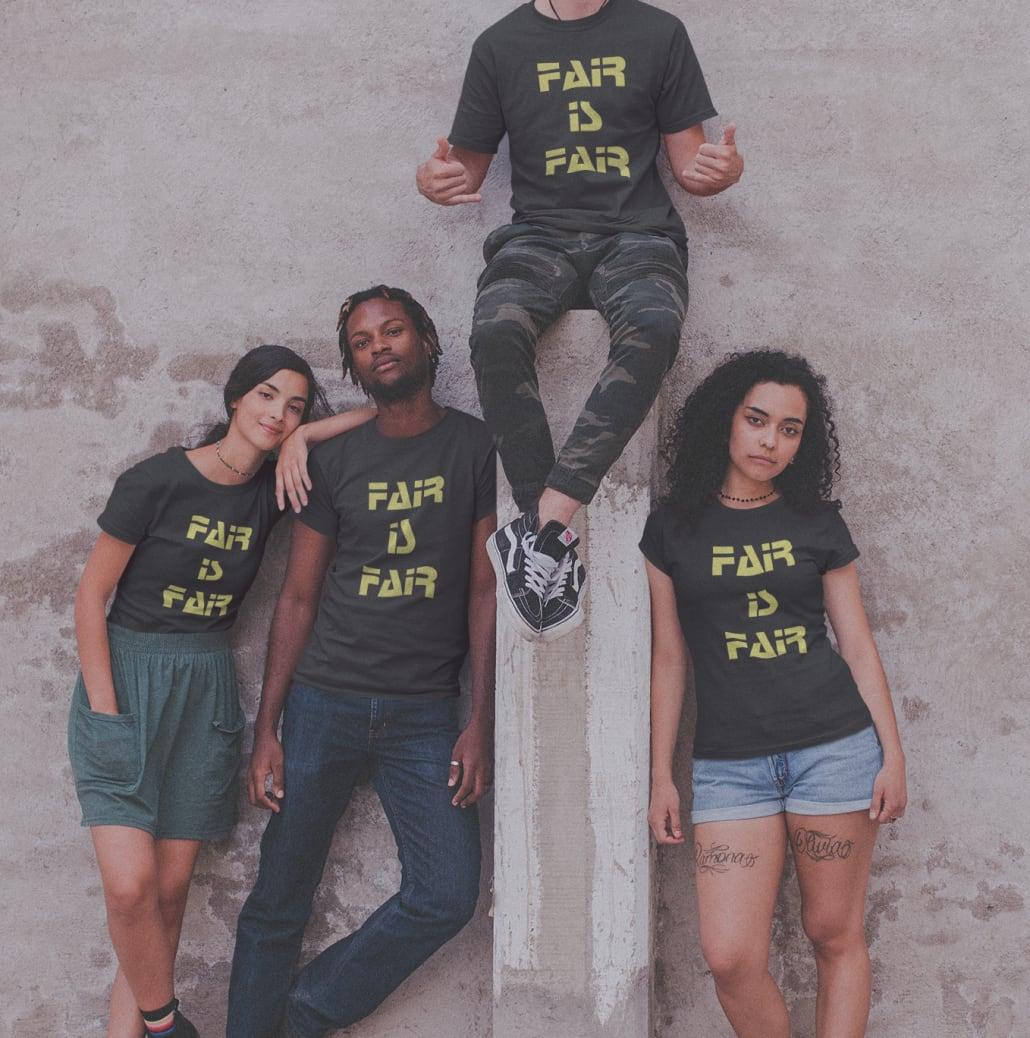 #Gruppe_Jugendlicher_mit_selbstgestalteten_Fair_is_Fair_T-Shirts