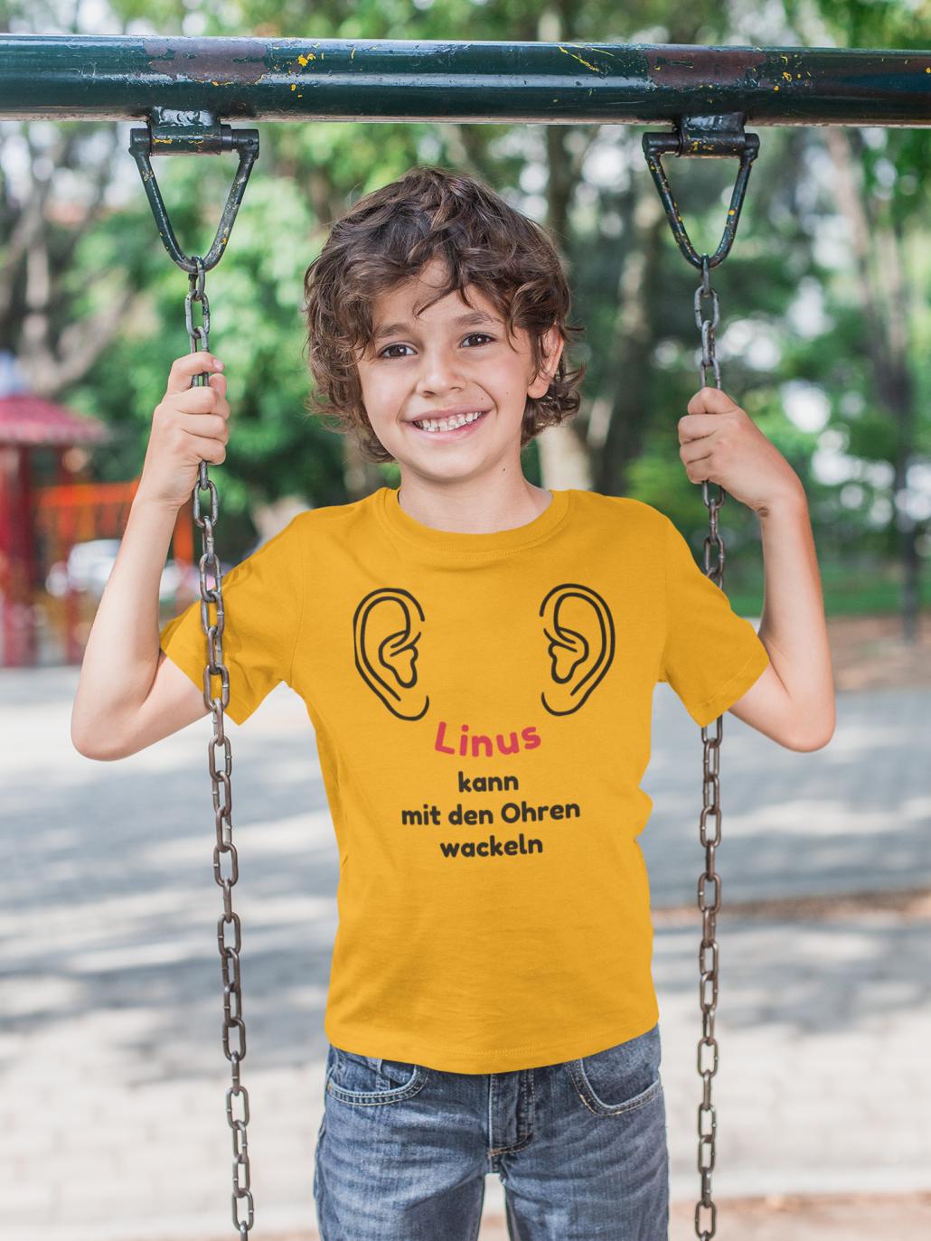 Schulkind_mit_personalisiertem_T-Shirt