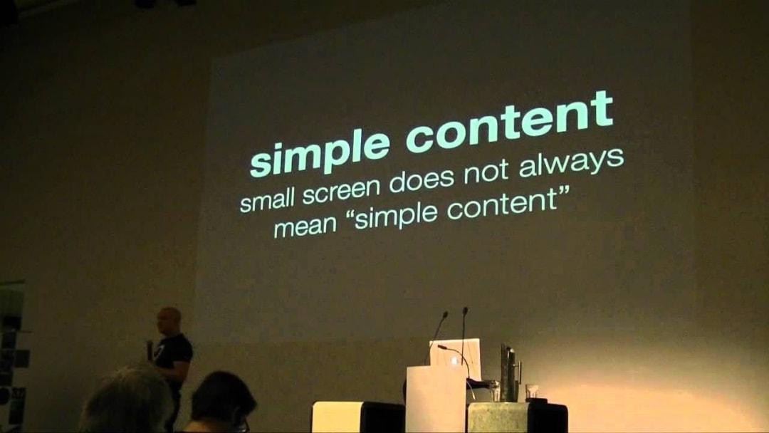 Responsive vs Adaptive Design - Simple content illustration