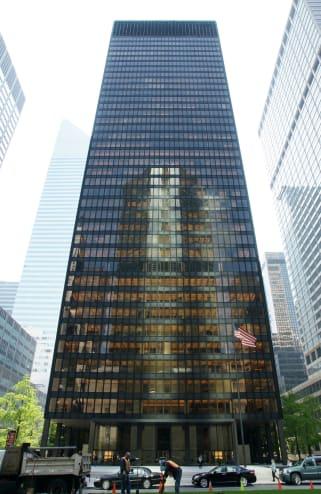 Mies van der Rohe, Seagram Building, 375 Park Avenue, New York: Wikipedia, photo by Noroton