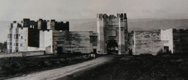 Full-size mockup by Edwin Lutyens for the barbican of Castle Drogo, never built: photo, The National Trust