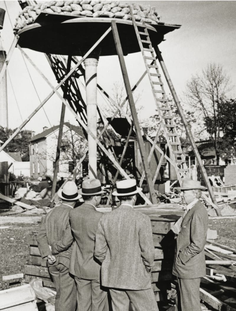 Test loading of a 'lily pad column' for the Administration Building. Wright is at the right. Photo: S C Johnson Company