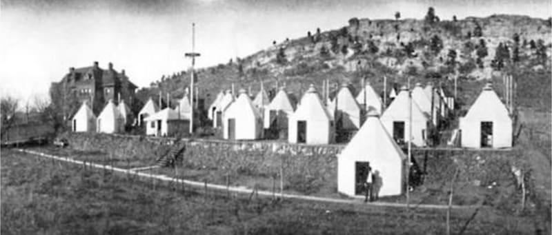 Charles Fox Gardiner's one-person TB huts at the Nordach Sanatorium, Austin Bluffs, Colorado, 1906