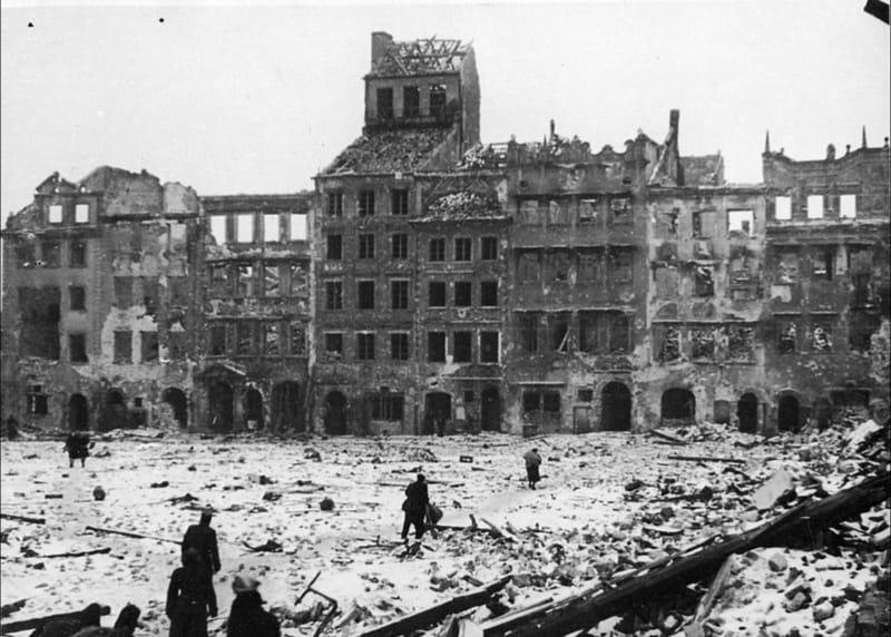 The ruins of Warsaw after World War II: photo from Wikimedia user Jarekt