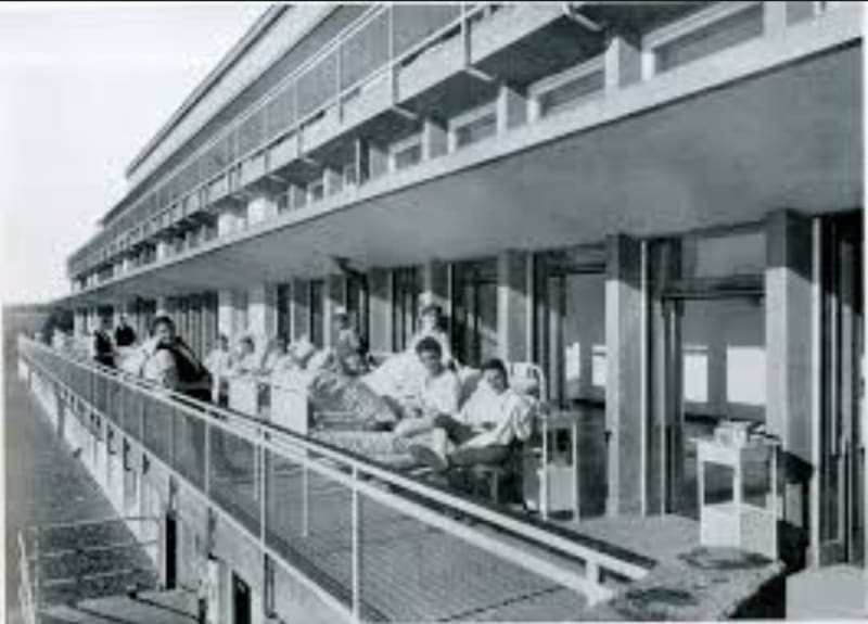 Sanatorium at Waiblingen near Stuttgart, designed by Richard Döcker as a Terrassenbau, and completed in 1928