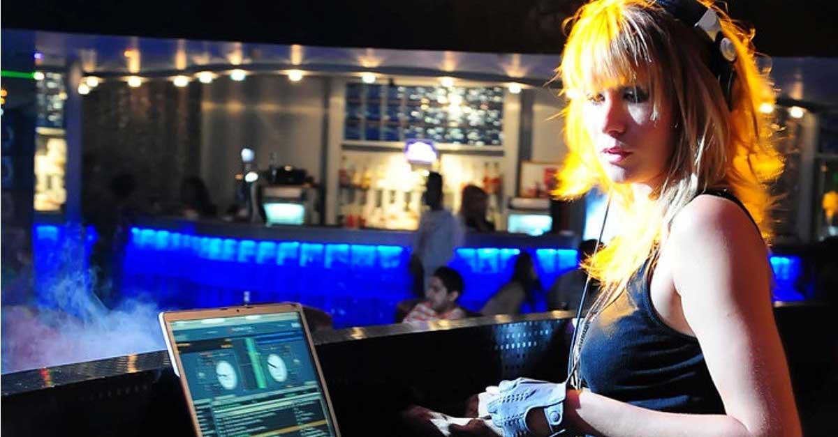 DJ Lisa Kensington Tampil Memukau Dan Penuh Aksi