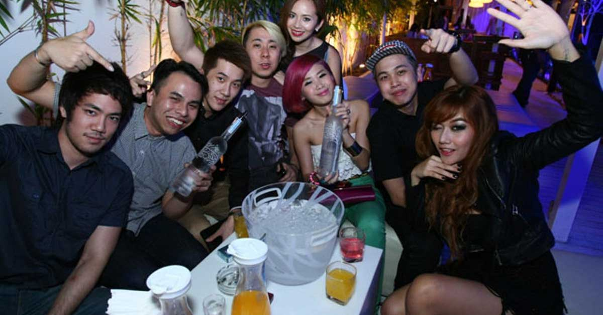 Menghibur Diri Di Klub Malam Surabaya