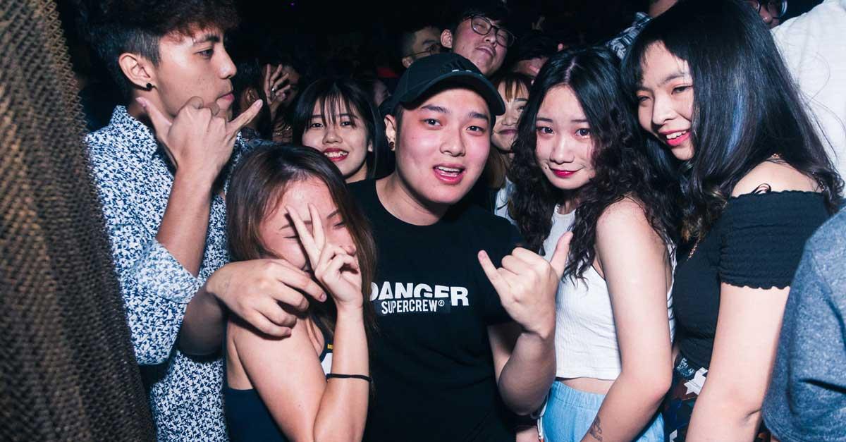 Senangnya Tampil Seksi Di Clubbing