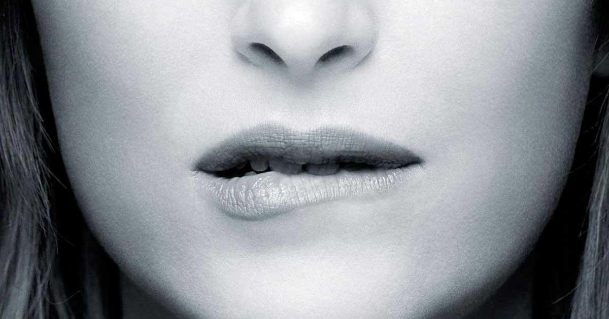 Menggigit bibir
