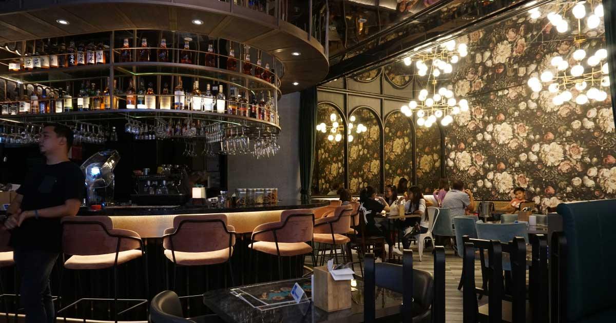 Best Restaurant for romantic dinner in singapore - FrapasBar