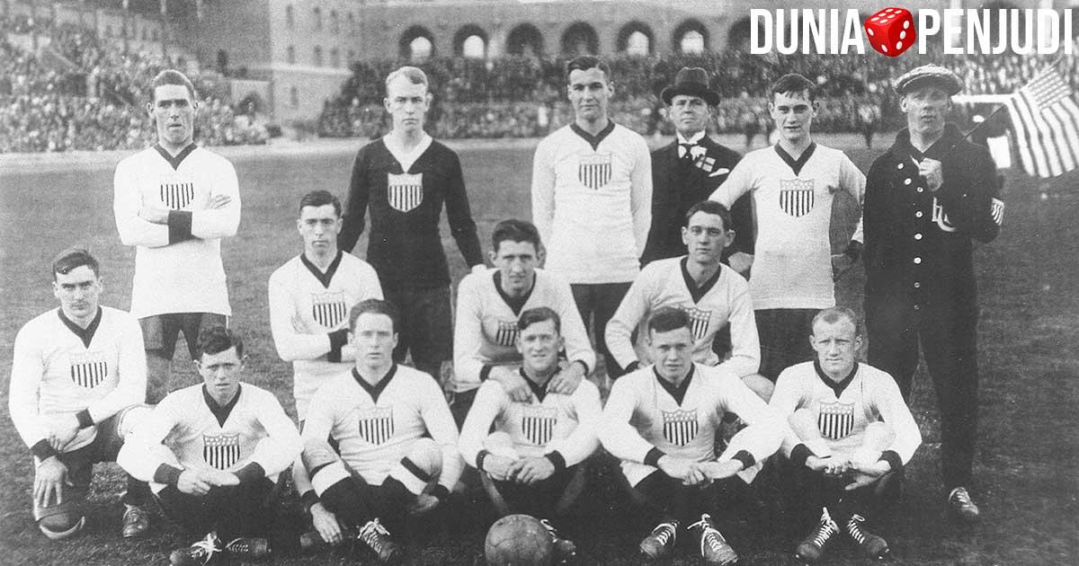 Sejarah permainan sepakbola - tim nasional pertama