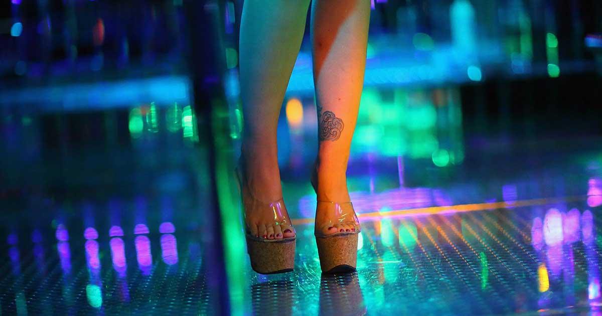 Klub Striptis Sangat Menarik Untuk Dikunjungi oleh Pria